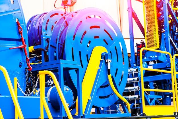 Máquina de tubulação espiralada para trabalhar nos campos de petróleo