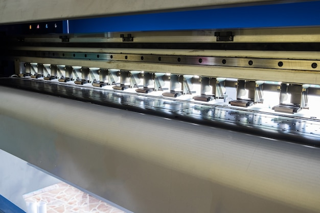 Máquina impressora jato de tinta e trava