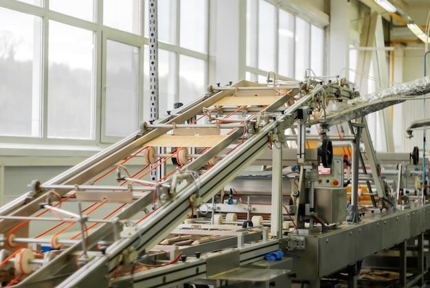 Máquina industrial de waffle em ação