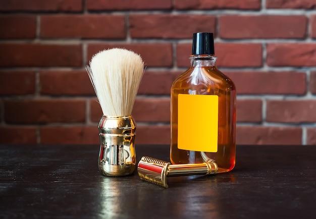 Máquina para barbear e escova