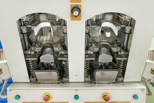 Máquina para enformar a parte frontal. fabricação de calçados. para qualquer propósito.