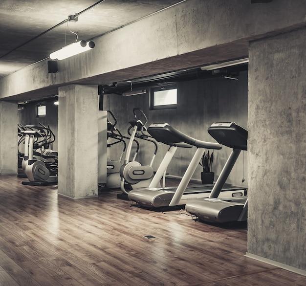 Máquinas de exercício em esteiras
