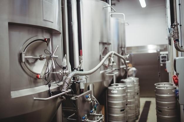 Máquinas em cervejaria