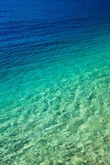 Mar de águas cristalinas