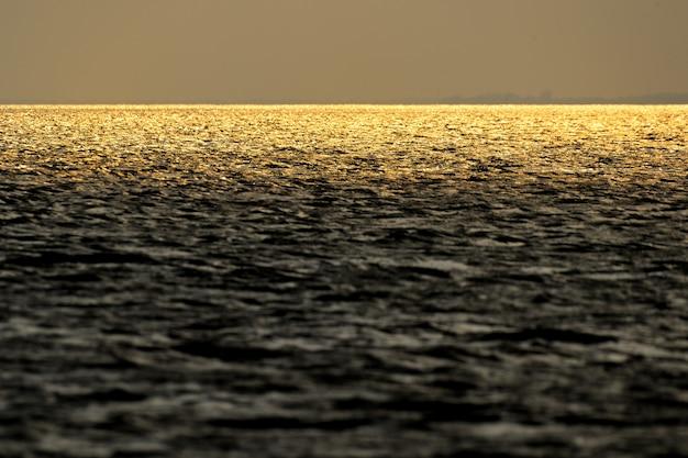 Mar de onda de ouro