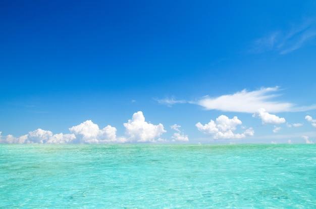 Mar e céu perfeito