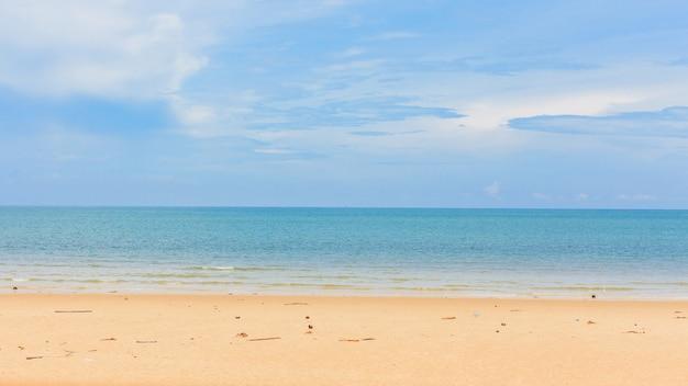 Mar e praia tropical bonita