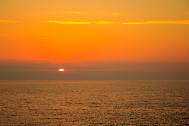 Mar no fundo do sol.