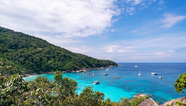 Mar tropical bonito similan ilha no.8 no parque nacional de similan, phang nga tailândia