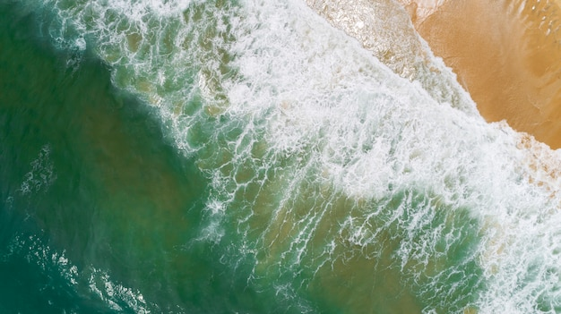 Mar tropical, com, onda, bater, ligado, praia, vista aérea, drone, tiro