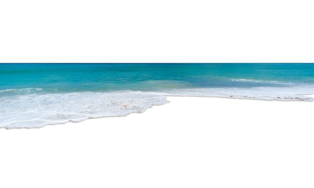 Mar turquesa isolado no fundo branco