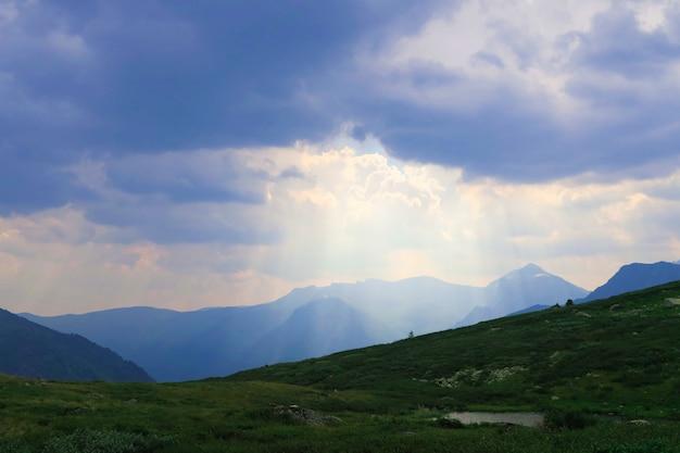 Maravilhosa paisagem scy nas montanhas