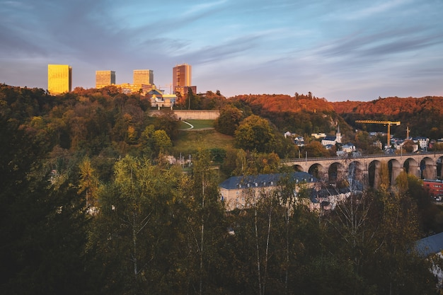 Maravilhosa vista sobre a cidade velha de luxemburgo