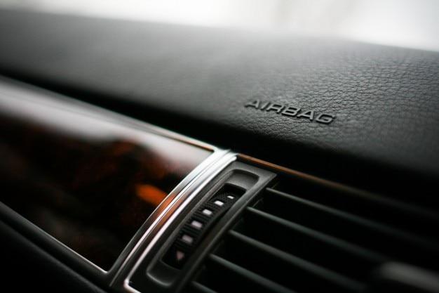Marca airbag no painel de um