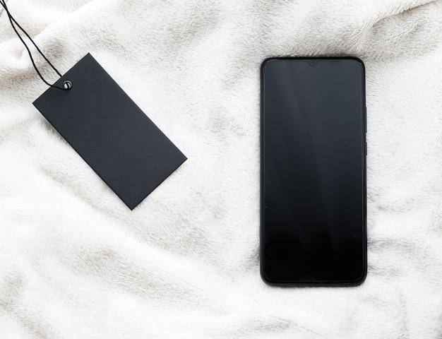 Marca de roupas e tela do telefone móvel como maquete de flatlay de smartphone de conceito de venda de sexta-feira negra como app t ...