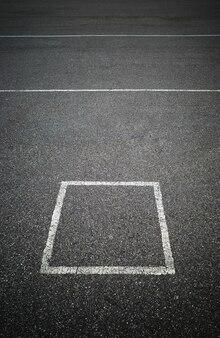 Marcação quadrada simples no fundo da zona de estacionamento