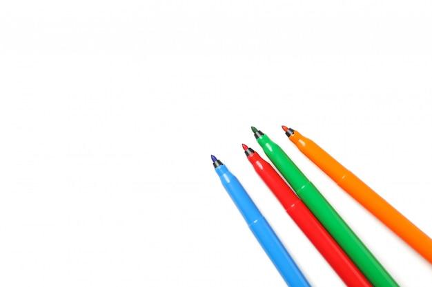 Marcadores coloridos diferentes isolados