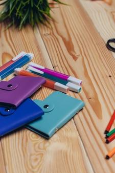 Marcadores de porta-cartões de visita multicoloridos, papelaria, papelada de escritório