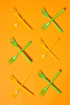 Marcas x de garfos de plástico