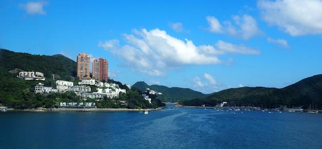 Marco da natureza do belo local da praia da baía de repulse de hong kong para o viajante turístico.