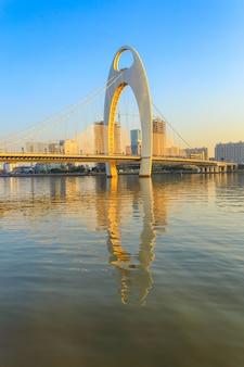 Marco de construção, paisagem urbana da cidade de guangzhou, na hora por do sol, china