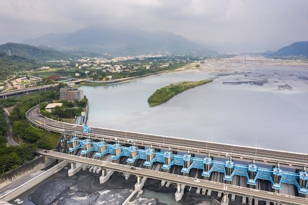 Marco do açude jiji, o centro de gestão da água do rio zhuo-shui na cidade de jiji, nantou, taiwan