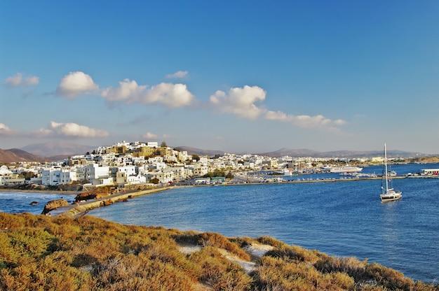 Marcos da grécia - vista da cidade velha (chora) na ilha de naxos, cíclades