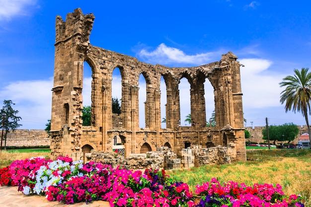 Marcos de chipre. ruínas da igreja de são joão na cidade de famagusta (gazimagusa)