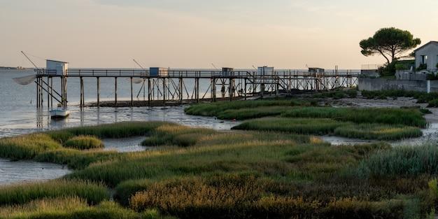 Maré baixa, ligado, a, costa francesa, em, fouras, vila, em, teia, bandeira, modelo, charente, marítimo, frança