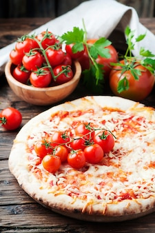 Margherita de pizza italiana com tomate e mussarela