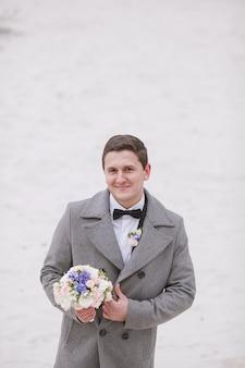 Marido com um bouquet