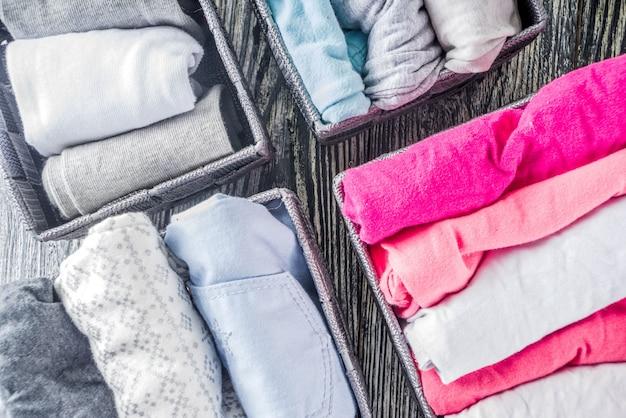 Marie kondo vertical arrumando o método de roupas