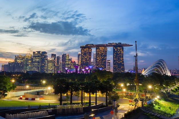 Marina bay sands hotel e jardim pela baía e singapura flyer