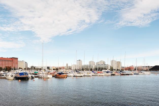 Marina no centro de helsinque, finlândia