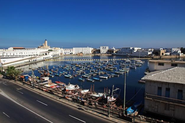 Marina no mar mediterrâneo na cidade da argélia, argélia