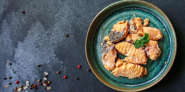 Marisco de salmão enlatado pronto para comer