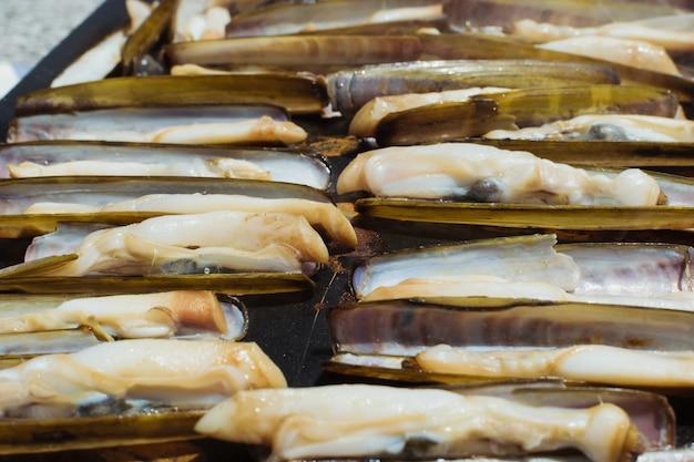 Marisco delicioso razor grelhado ao ar livre