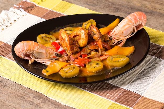Marisco e camarão frescos e deliciosos.
