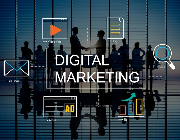Marketing digital com ícones e empresários