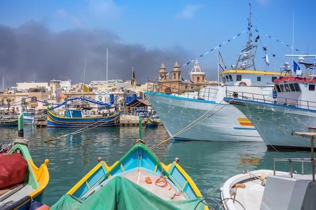Marsaxlokk é uma vila piscatória tradicional em malta