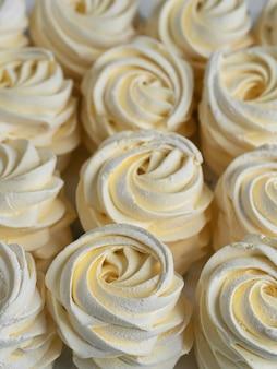 Marshmallow caseiro. zephyr de damascos. fechar-se. doces caseiros.
