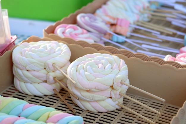 Marshmallow doce na comida de rua