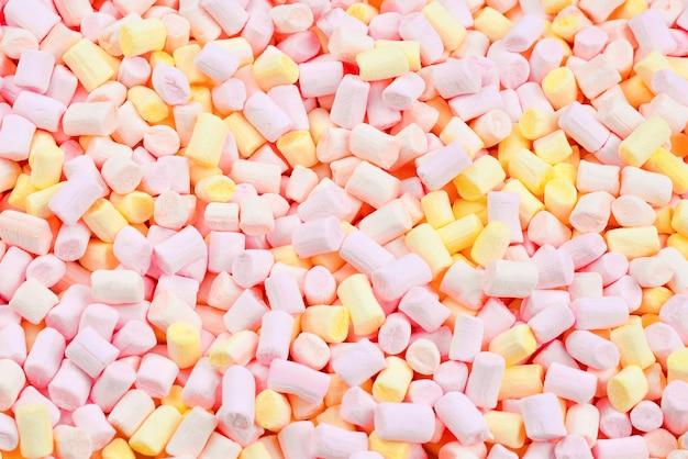 Marshmallow. plano de fundo de mini marshmallows coloridos rosa e amarelos.