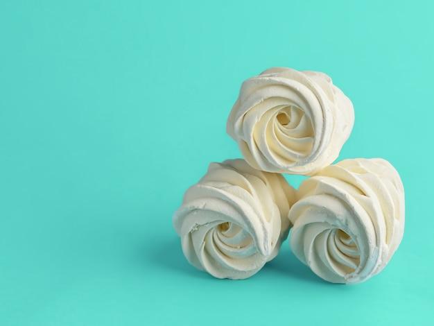 Marshmallows caseiros deliciosos preparados na hora (zéfiro) de damascos