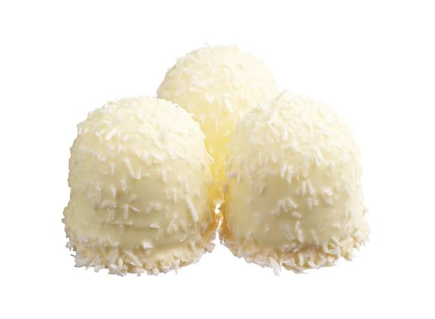 Marshmallows com cocos desidratados isolados no branco