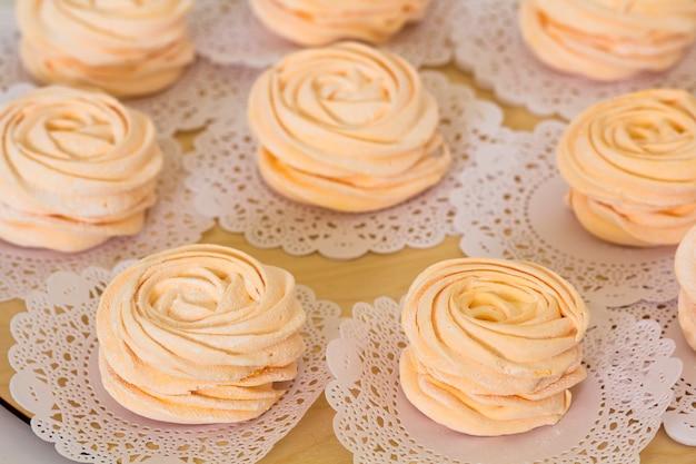 Marshmallows cor de rosa caseiros, feijoa - uma iguaria ideal, azeda e caseira
