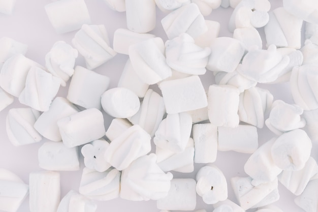 Marshmallows macios na mesa