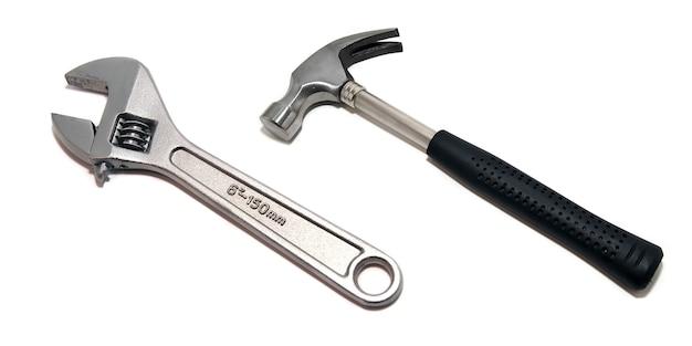 Martelo com chave inglesa