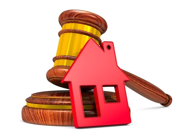 Martelo de madeira e casa vermelha. isolado, renderização 3d