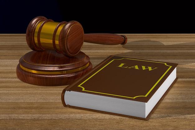 Martelo de madeira e livro na mesa